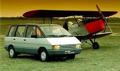 Перевернувший представления о минивэнах Renault Espace отличался продуманным интерьером с возможностями трансформации.